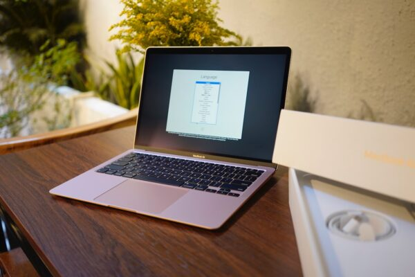macbook air 2020 8gb256gb 1
